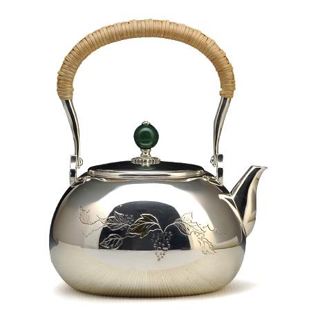 100%日本堂口直供-葡萄雕金银壶
