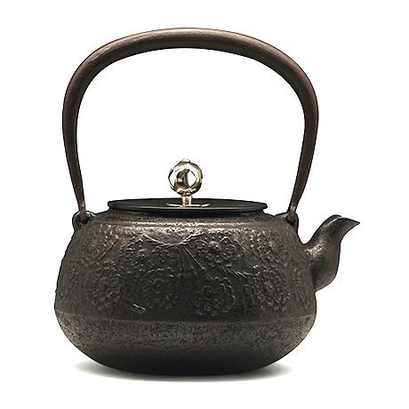 宜兴紫砂-平丸樱铁壶(银摘)--长寿堂