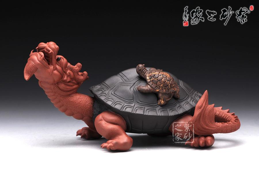 龙龟的背上趴着两只小龙龟