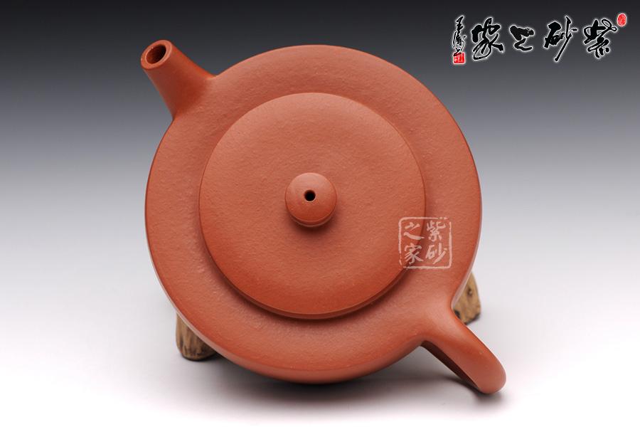 顾丽萍 深圳/工艺规整,点线面完美呈现于壶上...