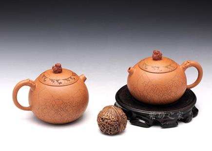段绣狮情侣壶