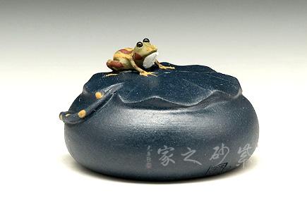 蓝色石头青蛙